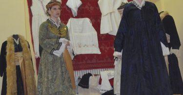 Παρουσίαση της αστικής φορεσιάς της Έδεσσας από τον Φιλοπρόοδο Σύλλογο Έδεσσας ΜΕΓΑΣ ΑΛΕΞΑΝΔΡΟΣ